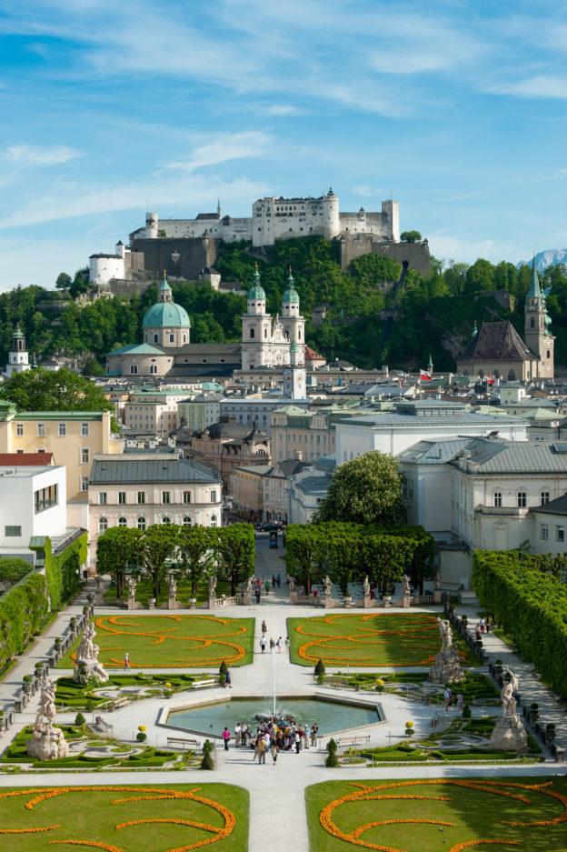 Sehenswürdigkeiten Salzburg, Blick über den Mirabellgarten auf die Salzburger Altstatdt. © SalzburgerLand Tourismus