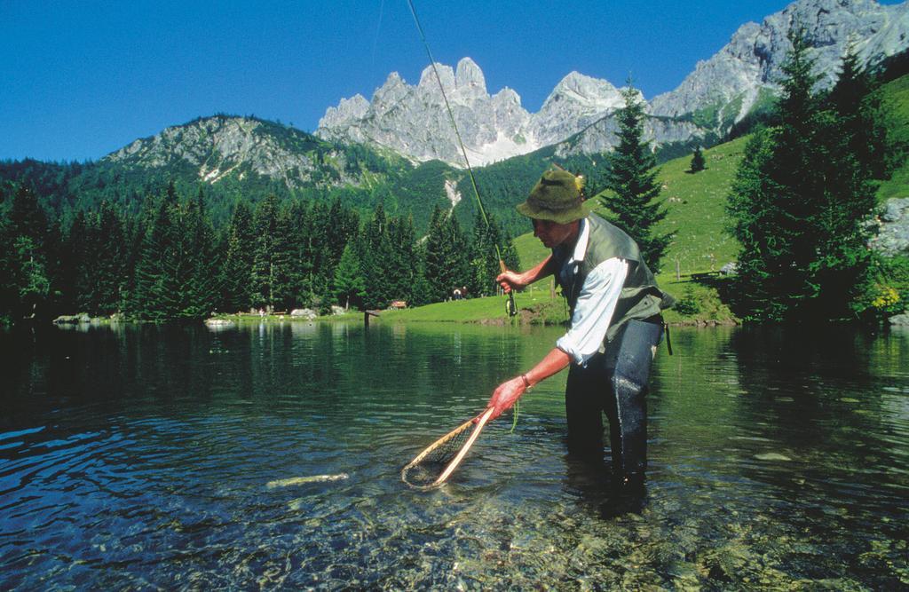 Fischer im Bergsee © Österreich Werbung, Fotograf: Josef Mallaun