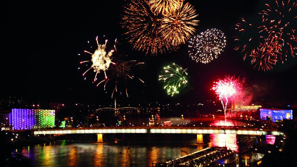 Donau in Flammen in Linz © WGD Donau Oberösterreich Tourismus GmbH/Sigalov