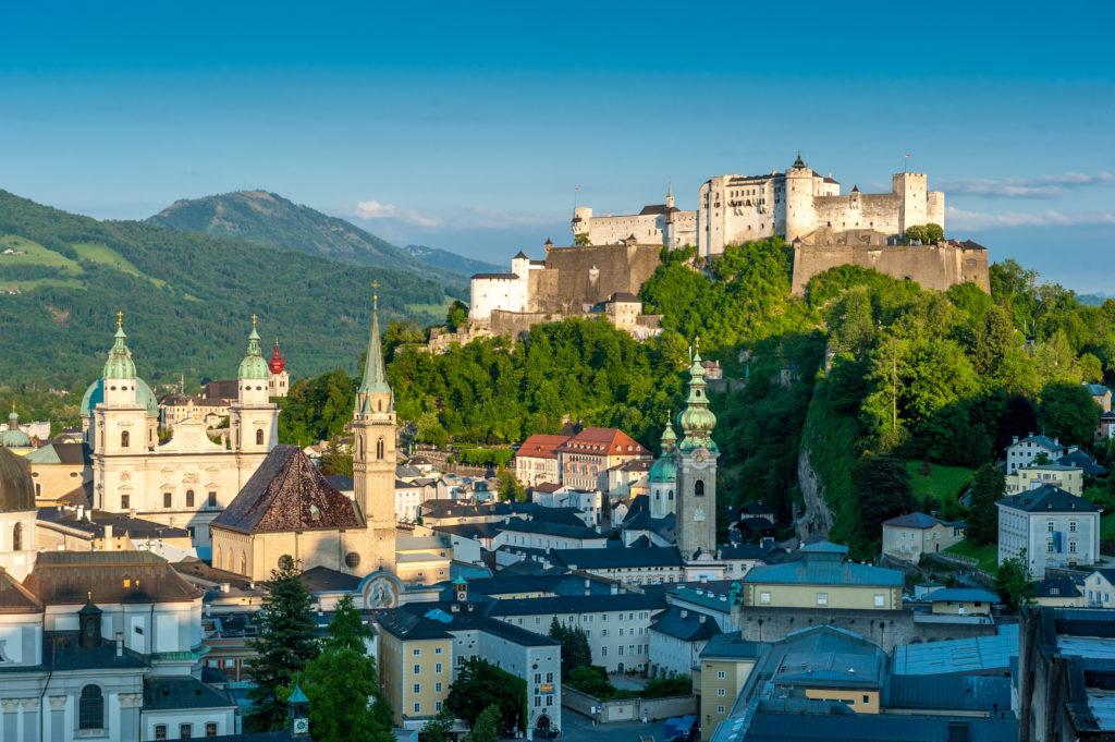 Sehenswürdigkeiten Salzburg, Blick vom Mönchsber auf die Festung Hohensalzburg und auf die Salzburger Altstadt