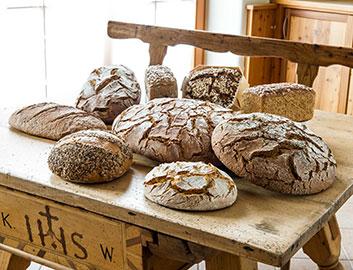 Brot vom Mauracherhof aus dem Oberösterreichischen Sarleinsbach steht für 100% biologische Brotspezialitäten. andares.at