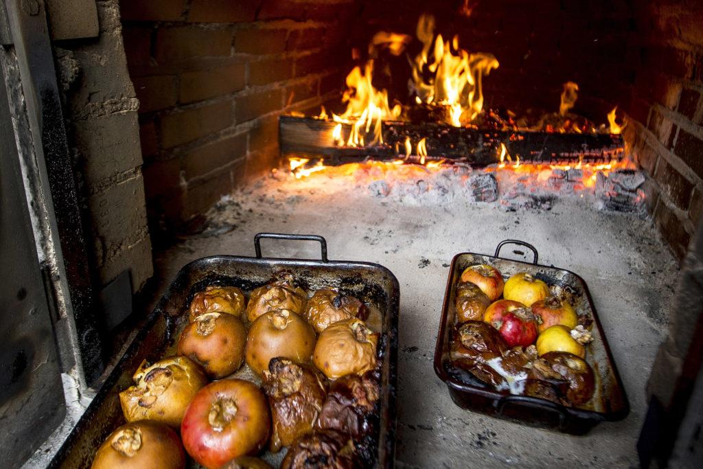 Bratäpfel im Steirischen Advent, Adventmarkt in Semriach